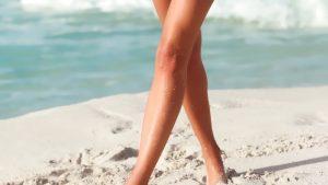 женские ножки на пляже